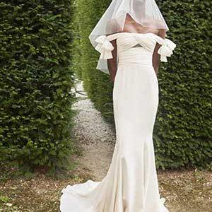 Giambattista Valli lança a 1 coleção cápsula de alta-costura para noivas